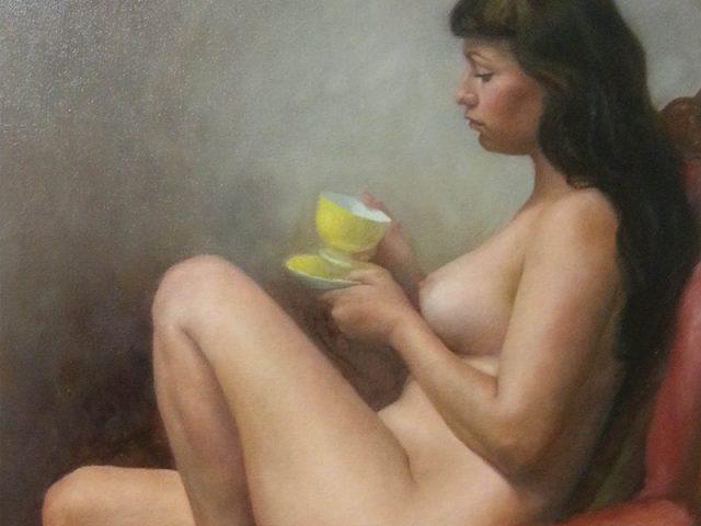 Nadine med en kopp te
